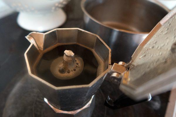 Faire du café avec une cafetière italienne, les meilleures manières